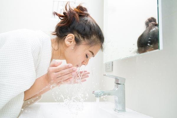 The Guide to Reducing Toxic Load in Your Skin Care Routine