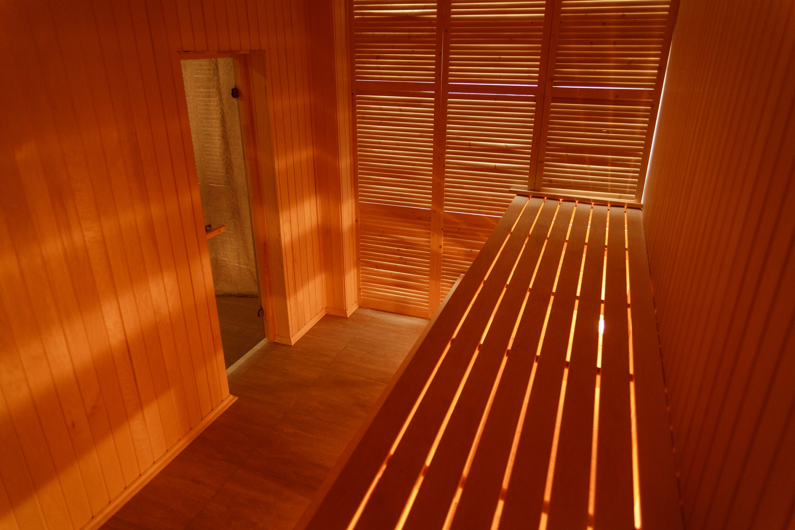 8 Health Benefits of Relaxing in a Sauna